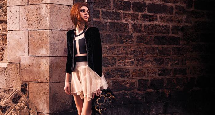 Falda, www.asos.com  Sobre, consultar precio en tienda Jazmin Chebar  Chaqueta, $146.000, Kosiuko  Top, $14.990, Vintage