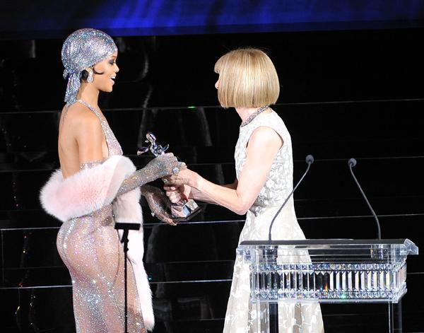 Rihanna recibiendo el premio