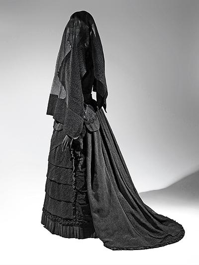 Vestido de crepe y muselina, por Karin L. Willis.