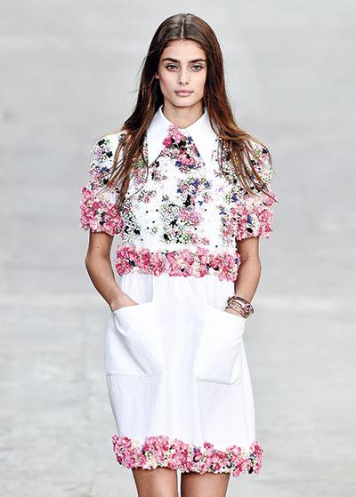 En el desfile de Chanel primavera-verano 2015, durante la Semana de la Moda de París.