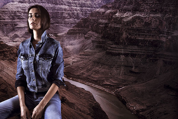 Chaqueta, $74.990, Tommy Hilfiger; Jeans, $115.000, Rapsodia