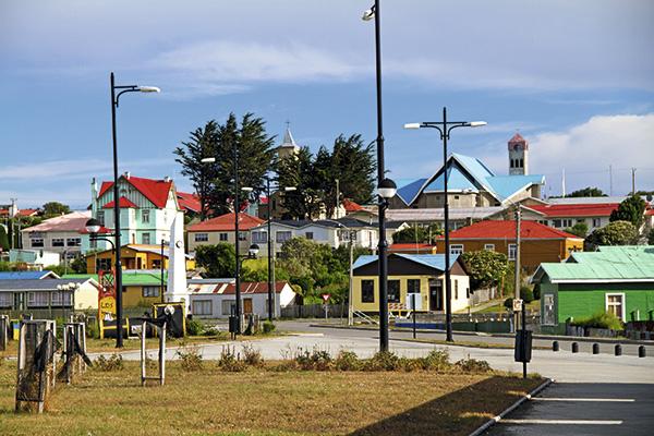 Las coloridas casas de Porvenir, la capital de la provincia de Tierra del Fuego, con unos 5.500 habitantes.