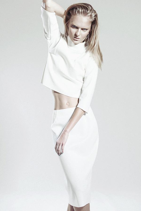 Lía Fernández, top, $290.000; falda, $290.000