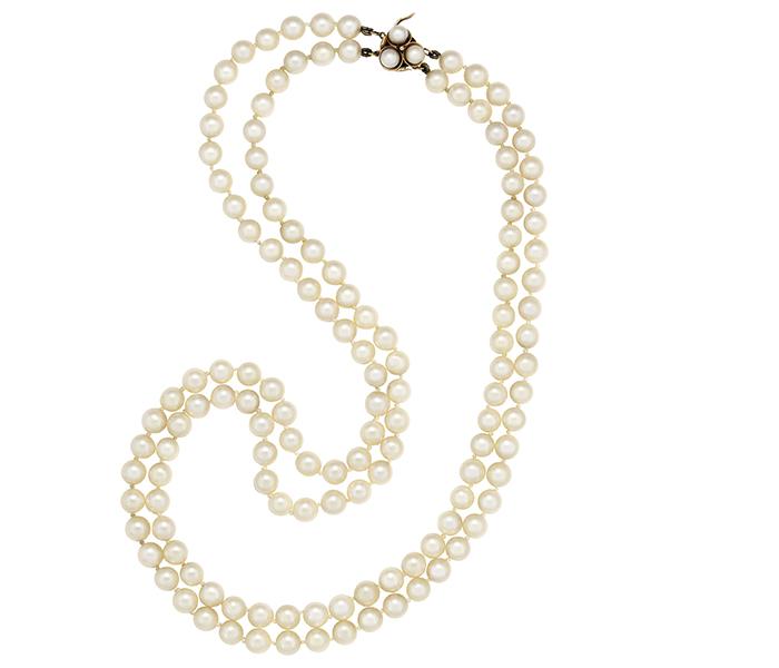 Collar de dos hileras de perlas cultivadas.