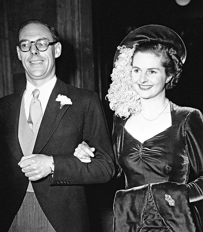 El 13 de diciembre de 1951 Margaret Roberts se casó con el empresario Denis Thatcher  y adquirió su apellido.