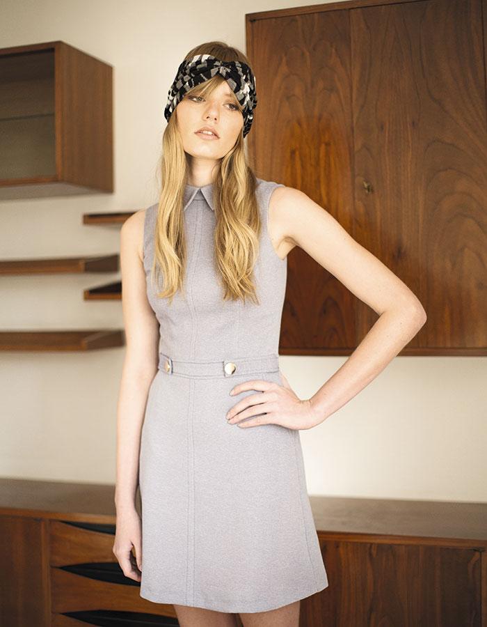 Miss Selfridge en Paris, vestido, $64.990; Claudia Vitali, turbante, $15.000