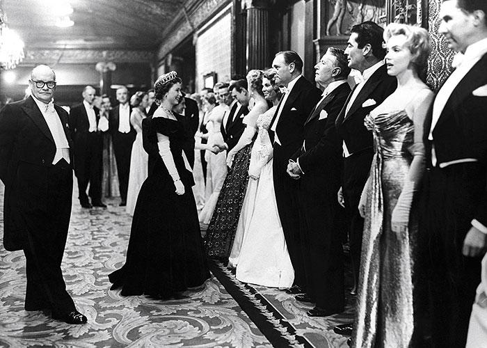 1956, a punto de saludar a Marilyn Monroe.