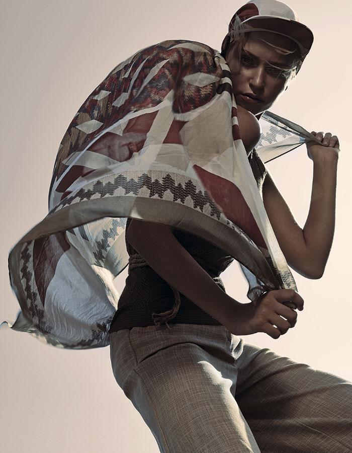 H&M Studio SS 2016, jockey, $19.990; Lía Fernández, polera, $130.000; Miss Selfridge en Paris, pantalón, $24.990