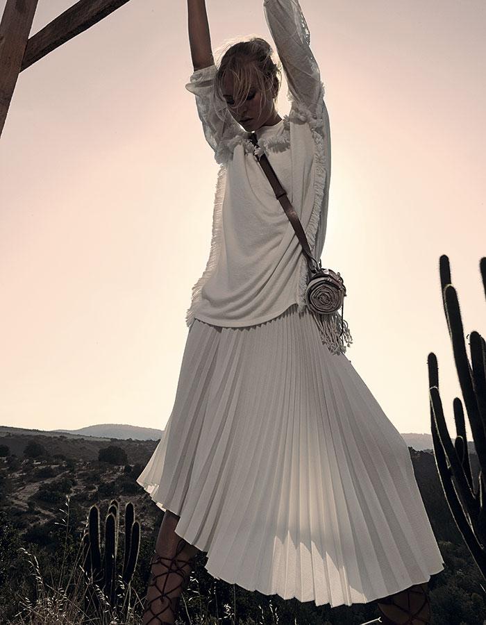Tricot, blusa, $15.990; Topshop, polera, $31.990; Bimba y Lola, falda, consultar precio en tienda; H&M Studio SS 2106, manta y portamanta, $19.990; Topshop, sandalias, $39.990