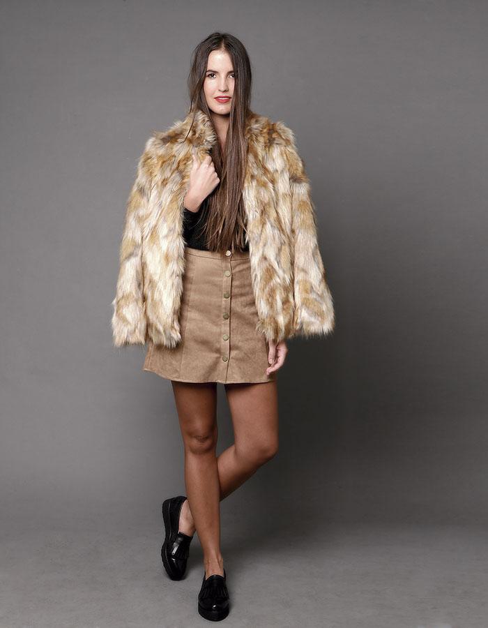 Prüne, piel  /  Ash, falda / Pollini, zapatos  / IO, tejido