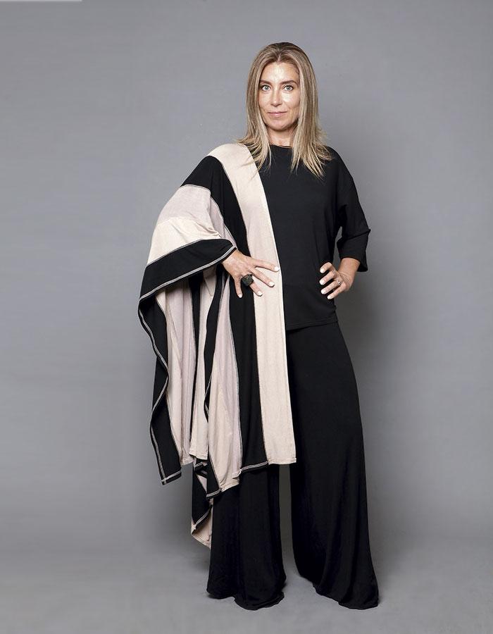 Tienda Verónica Meyer, pantalón y capa / Pas Denom, polera