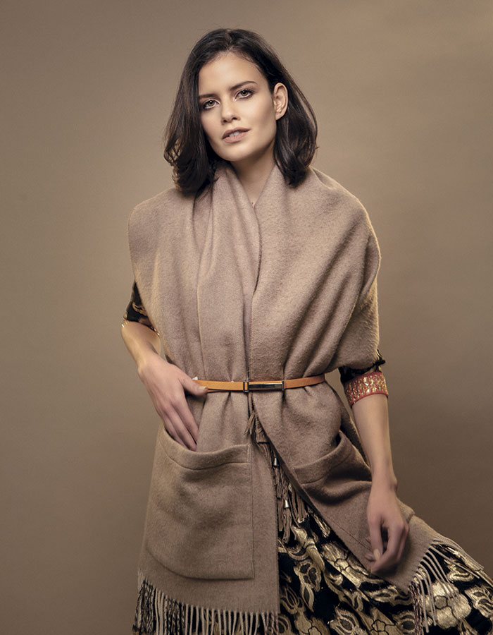 Rapsodia, vestido; Hermès, bufanda; Prüne, cinturón