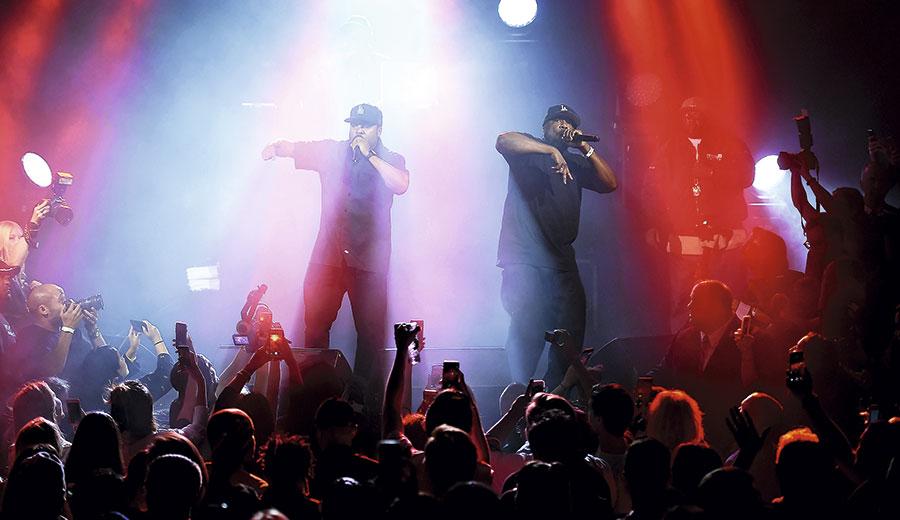La fiesta no terminó con el desfile. Los invitados también disfrutaron de una exclusiva actuación en vivo de Ice Cube.