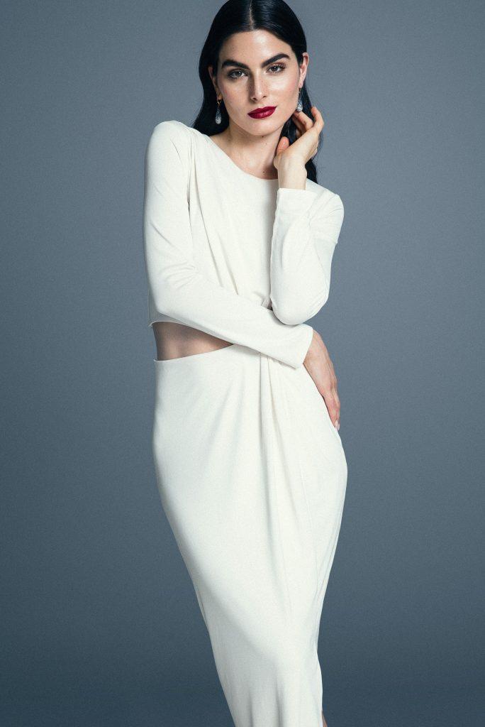 H&M, vestido, $26.990  Swarovski, aros, consultar precio en tienda