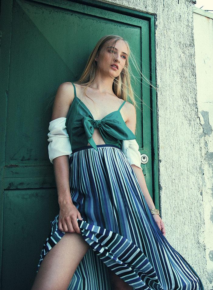 iO, falda, $29.990; Mango, vestido (verde), $34.990; Topshop en Paris, blusa, $39.990; Lounge, pulsera, $3.990