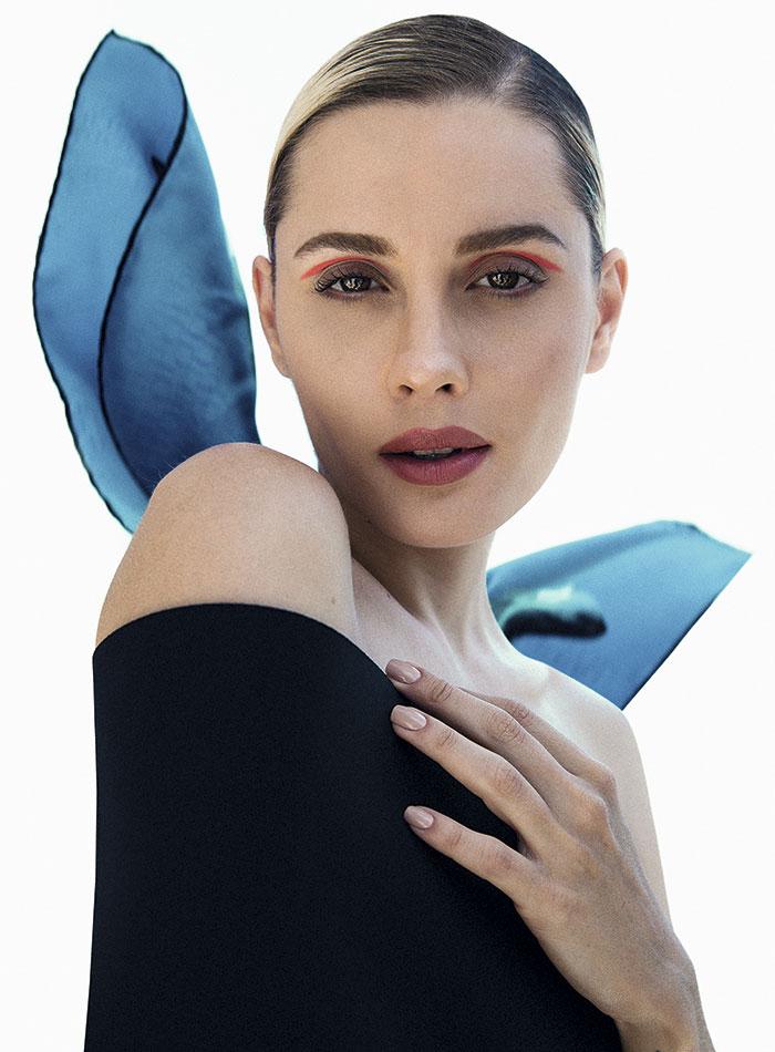 Enfit, traje de baño, $125.900; Hermès, pañuelo, consultar precio en tienda