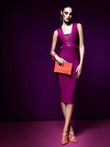 Guess, vestido, $199.000; Vince Camuto, zapatos, $89.990; Adolfo Domínguez, cartera, $74.900