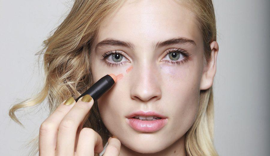 eea296edd No solo sirven para cubrir ojeras, también pueden resaltar las facciones,  destacar la piel o perfeccionar el maquillaje. Pero mal utilizados pueden  ser ...