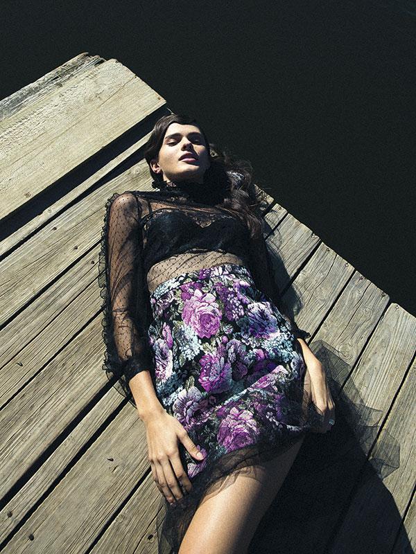 River Island en Ripley, top, $39.990; Topshop, falda (tul negro), $39.990; H&M, falda (flores), $34.990; Women'secret, sostén, $16.990