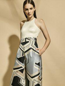 Women'secret, traje de baño, $36.990; Max Mara, pantalón, consultar precio en tienda