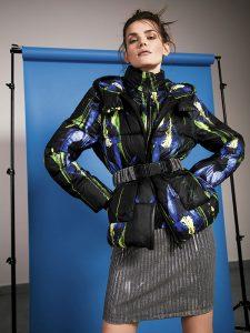 Adolfo Domínguez, parka, $169.900; Opposite en Paris, falda, $7.990; Zara, cinturón, $17.990