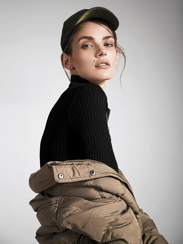 H&M, vestido, $26.990; Esprit en Dafiti, parka, $72.990; River Island en Ripley, jockey, $16.990