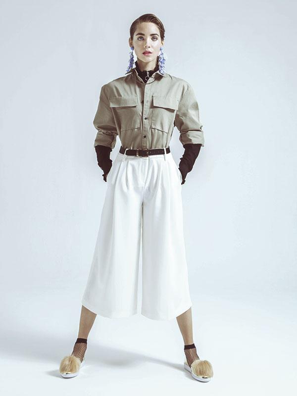 H&M, blusa, $19.990; beatle, $29.990; aros, $19.9990; Tommy Hilfiger, pantalón, $69.990; Amphora, cinturón, $9.900; Nine West, zapatos, $69.990; Zara, calcetines, $5.990