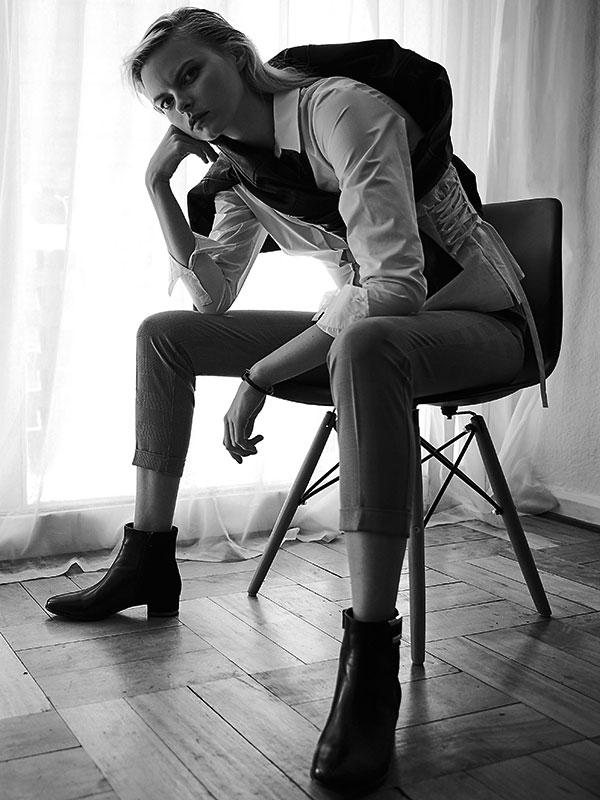 Wados en Dafiti, chaqueta, $44.990; Miss Selfridge en Paris, pantalón, $34.990; H&M, blusa, $24.990; Hush Puppies, zapatos, $199.990; Tiffany & Co., pulsera, consultar precio en tienda