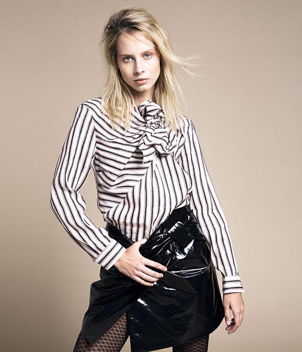 Isabel Marant en Montemarano, blusa y falda, consultar precio en tienda; Caffarena, pantis, $6.100