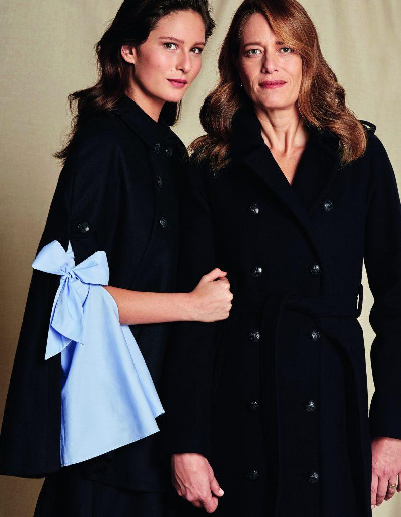 Augusta: Brooks Brothers, capa, $258.000; falda, $112.000 Studio F, blusa, $49.990. Luisa: Adolfo Domínguez, abrigo, $417.900