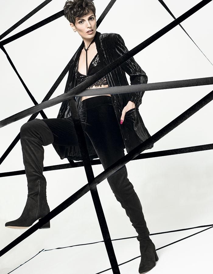 iO en Falabella, chaqueta, $39.990; Tricot, pantalón, $4.990; Topshop, top, $22.990; Aldo, botas, $129.000