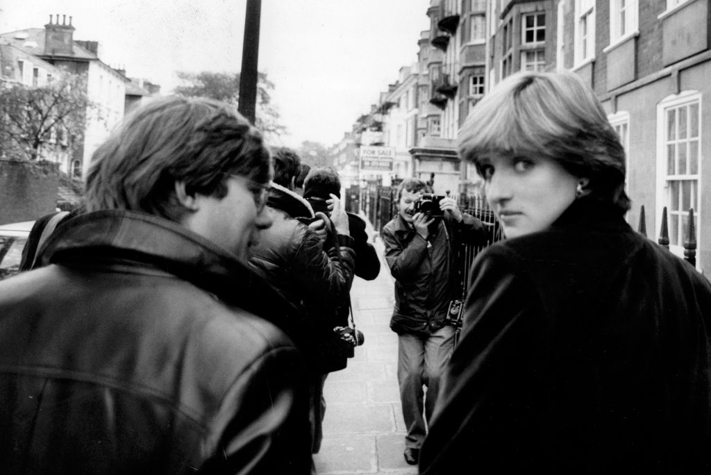 London,-England---Nov,-13,-1980,-Diana-Spencer,-19,-seen-after-leaving-her-flat,-surrounded-by-members-of-the-press
