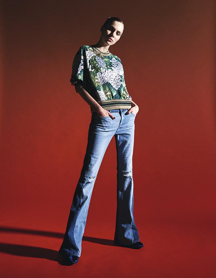 PANTALÓN PATA DE ELEFANTE. Mango en Falabella, jeans, $49.990 Dolce & Gabbana, polera, consultar precio en tienda Mingo, botines, $79.990 ; Lounge, prendedor, $5.990 Lounge, pinches para pelo (set), $3.990