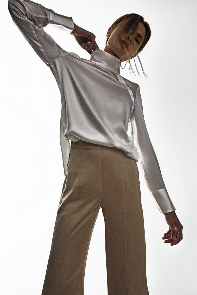 Adolfo Domínguez, blusa, $159.900; Max Mara, pantalón, consultar precio en tienda