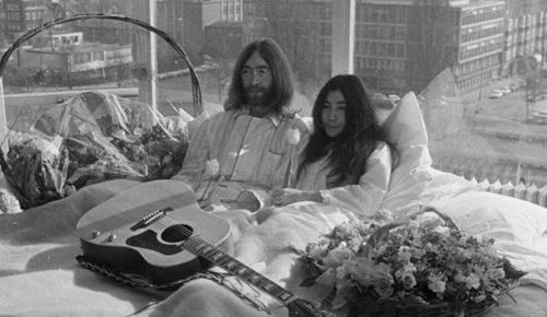 En la cama 'con John y Yoko'