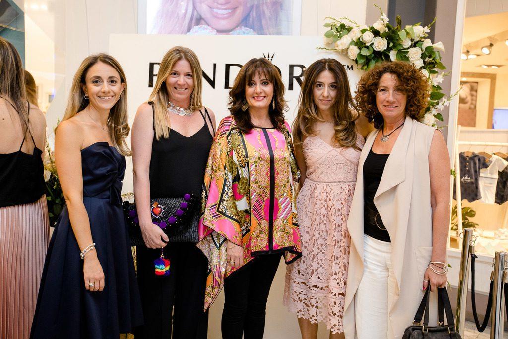 Macarena Mery Satt, Marisol Camiroaga, María Eugenia Goiri, Francisca Mery Satt e Isabel de Iruarrizaga