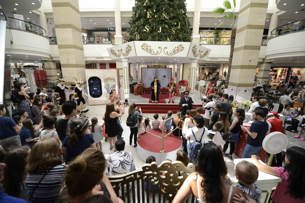 """Plano general de la apertura de """"Navidad de Cuentos"""" en Mall Alto Las Condes"""