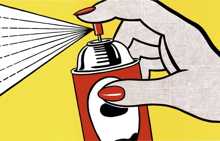 La estadounidense Lisa Perry se inspira en la obra Spray, de Roy Lichtenstein (1962), para crear, en 2013, un minivestido trapecio color crudo con una gran imagen estampada en diagonal.