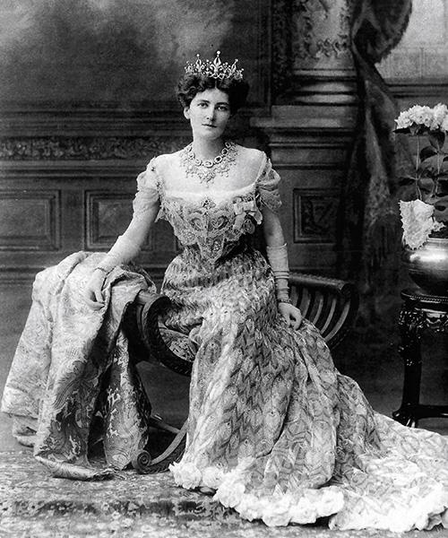 Baronesa Curzon, 1902, virreina de India, vestido de Jean Philippe Worth.