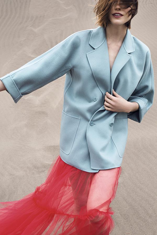 Max Mara, abrigo, consultar precio en tienda; Qüina, falda de tul, ; consultar precio en tienda