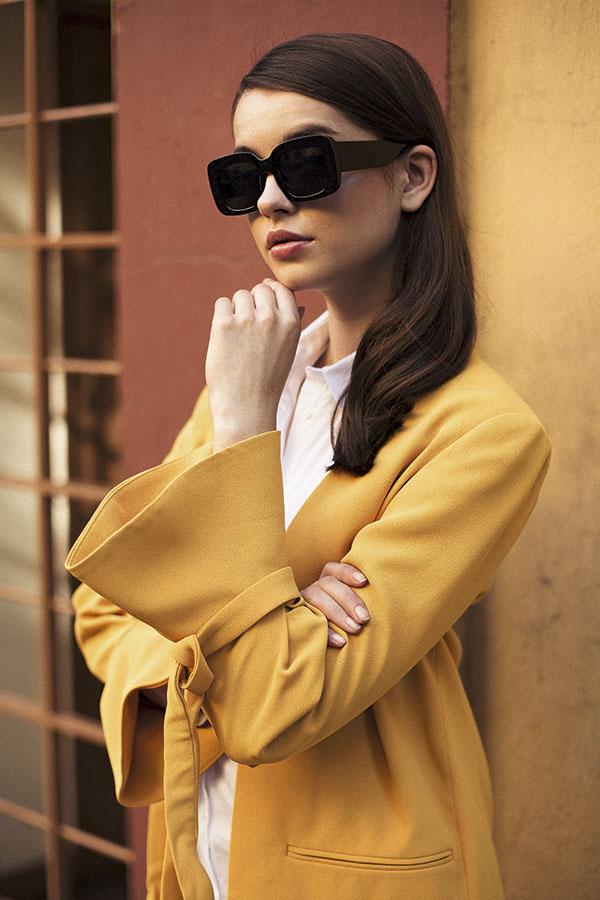 Banana Republic, blusa, $57.000  Mango en Falabella, blazer, $69.990  Forever 21, anteojos, $5.990