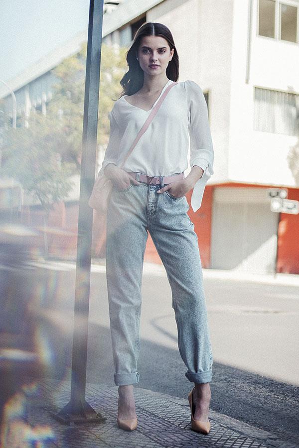 Mango en Falabella, blusa, $29.990  Tommy Hilfiger, jeans, $119.990  Louis Vuitton, cinturón,   consultar precio en tienda  Pollini, zapatos, $39.990  Amphora, cartera, $21.900