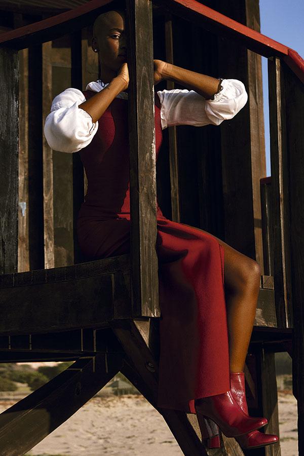 Guess, vestido, $254.900  Saville Row, blusa, $49.900  Gacel, zapatos, $84.950  Pandora, aros, $66.000
