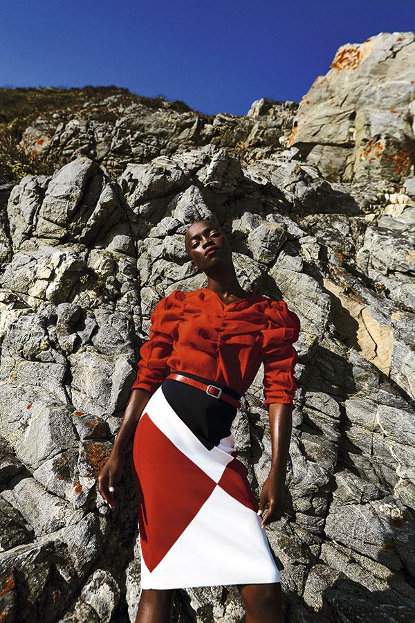 H&M, blusa, $9.990  Tommy Hilfiger, falda, $62.990  Prüne, cinturón, $19.990