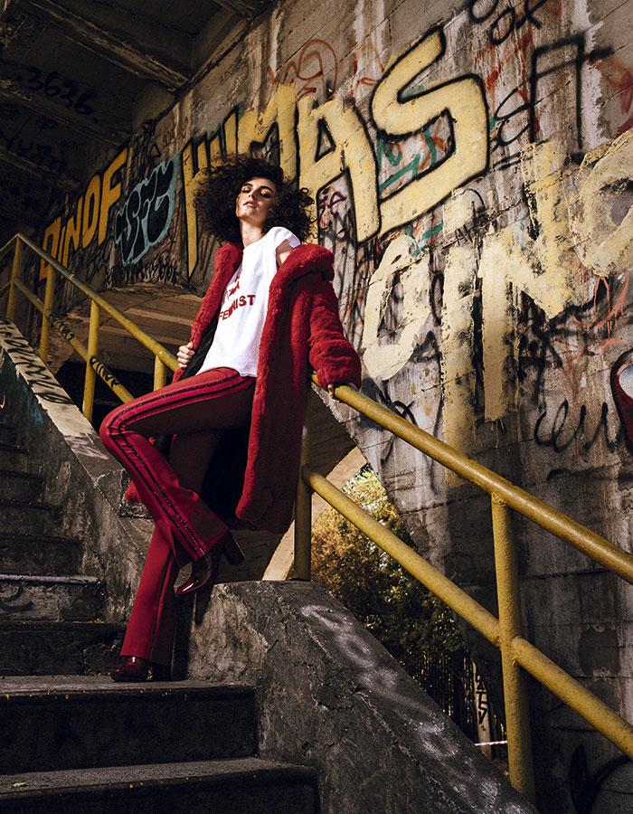 Alaniz en Paris, polera, $7.990  Jazmin Chebar, pantalón, $168.000  Mango, chaqueta, $99.990  Gacel, botas, $79.990