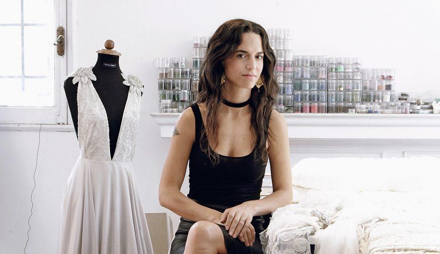 39e255d98b Las propuestas en vestidos de novia son infinitas. Recorrimos los talleres  de cinco diseñadoras chilenas para ponernos al día con las últimas  tendencias y ...