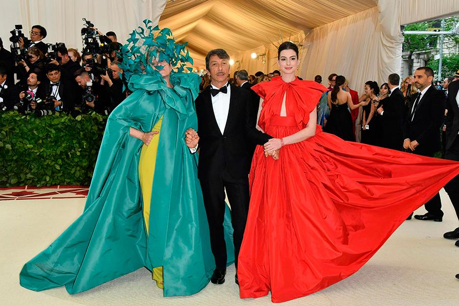 Pierpaolo Piccioli de Valentino llegó al evento acompañado de Anne Hathaway y Frances McDormand.