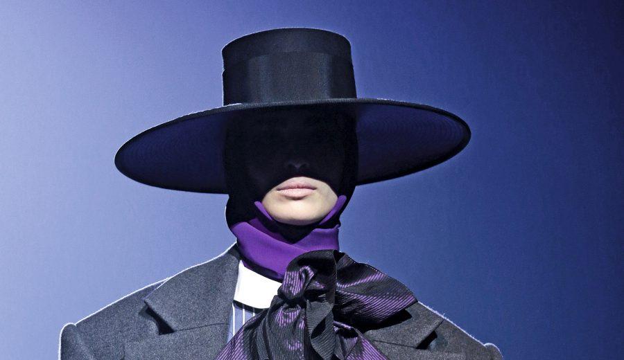 Para el invierno de 2018 Marc Jacobs recurre al sombrero cordobés para  enfatizar la referencia española y las exageraciones de la alta costura  ochentera que ... a4f9e8725e3